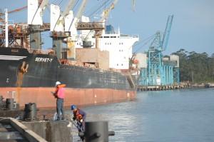 2007-05-11 Porto Guaruja Teag Caes Caregamento Açucar Transporte Logistica Navio Colaborador Funcionario Segurança (3)
