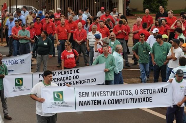 Manifestantes antes da caminhada do ato Movimento pela Retomada