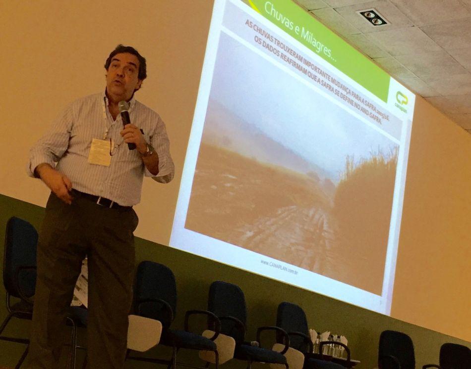 Caio, da Canaplan, no evento em Ribeirão Preto: revisão de projeções