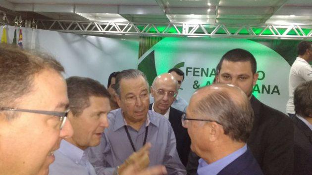 Biagi (segundo a partir da esquerda) com o governador Geraldo Alckmin, na Fenasucro